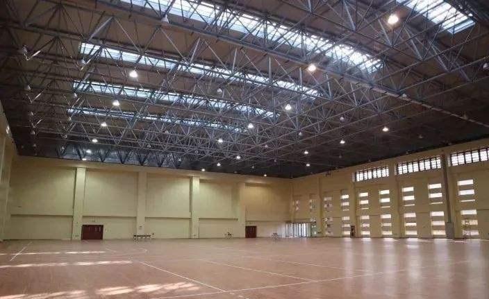 上海西安市八十九中學體育館網架
